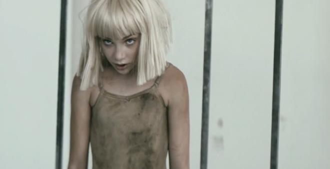 """Assista """"Elastic Heart"""", novo clipe da Sia com participação do ator Shia LaBeouf"""