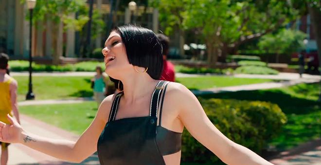 """Assista """"Flashlight"""", o novo clipe da Jessie J"""