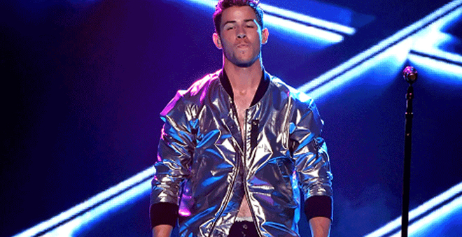 "Billboard Music Awards: Nick Jonas performa cheio de luzes a ótima ""Jealous"""