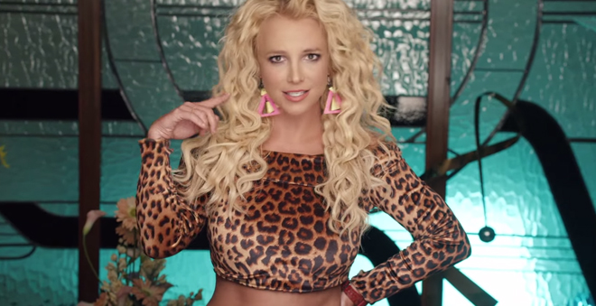 "FINALMENTE! Vem ver Britney Spears e Iggy Azalea arrasando no clipe de ""Pretty Girls"""