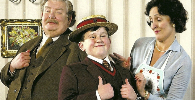 Por que tio Válter e tia Petúnia não gostam de Harry? J.K. Rowling conta pra você!