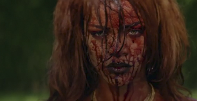"""Tortura e muita violência em """"Bitch Better Have My Money"""", novo clipe da Rihanna"""