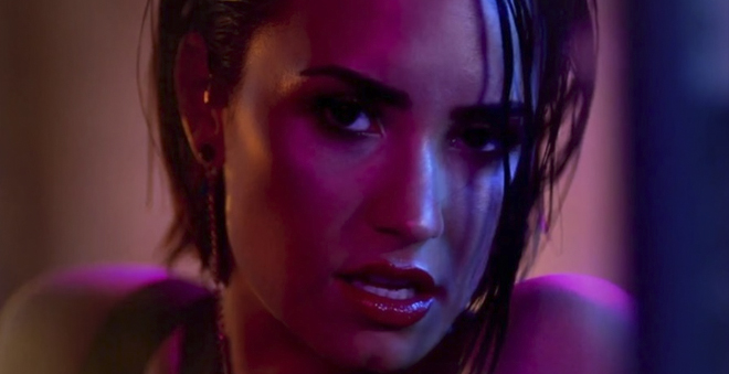 "Demi Lovato mais sensual do que nunca no clipe de ""Cool For The Summer"""