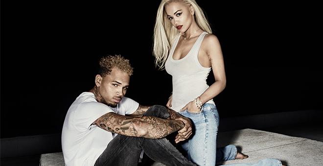 """Muita pegação no clipe de """"Body On Me"""", parceria da Rita Ora com o Chris Brown"""