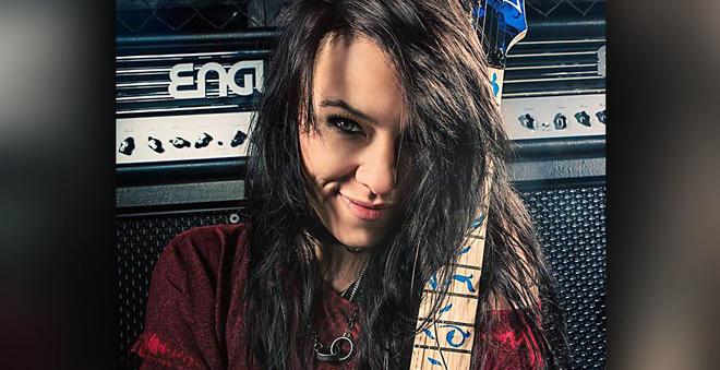 "Amy Lee anuncia Jen Majura como a nova guitarrista do ""Evanescence"""