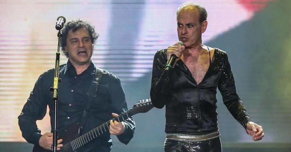 18set2015---o-guitarrista-frejat-se-apresenta-com-ney-matogrosso-no-palco-mundo-durante-o-show-de-comemoracao-de-30-anos-de-rock-in-rio-1442615374190_956x500