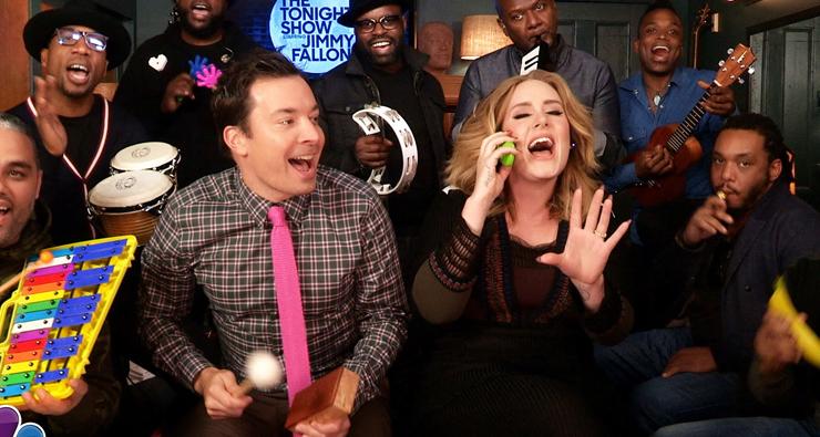 """Adele e Jimmy Fallon apresentam """"Hello"""" com instrumentos infantis"""