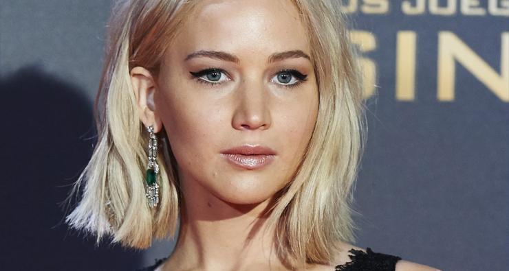 """""""Fico sozinha todos os sábados à noite"""", conta Jennifer Lawrence em entrevista"""