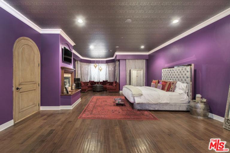 gallery-1447862819-hbz-selena-gomez-home-embed-selena-gomez-house-11-16-master-bedroom-2