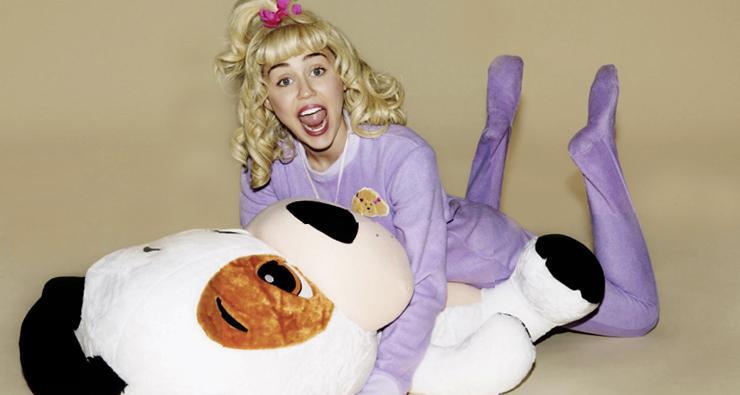 """Miley Cyrus interpreta um neném chorão no clipe da música """"BB Talk"""""""