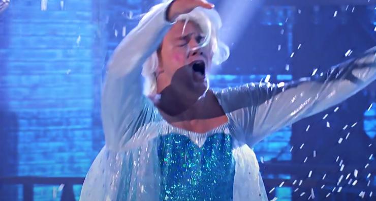 "Channing Tatum arrasa dublando ""Let It Go"" vestido de Elsa em programa de TV"