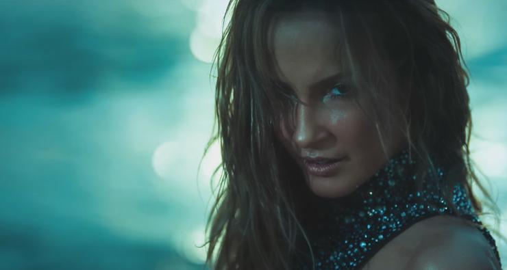 Claudia Leitte faz a Jennifer Lopez em primeiro clipe de sua carreira internacional; assista!