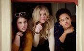 """Chloë Moretz e Selena Gomez são as donas (bitches) da fraternidade em trailer de """"Vizinhos 2"""""""