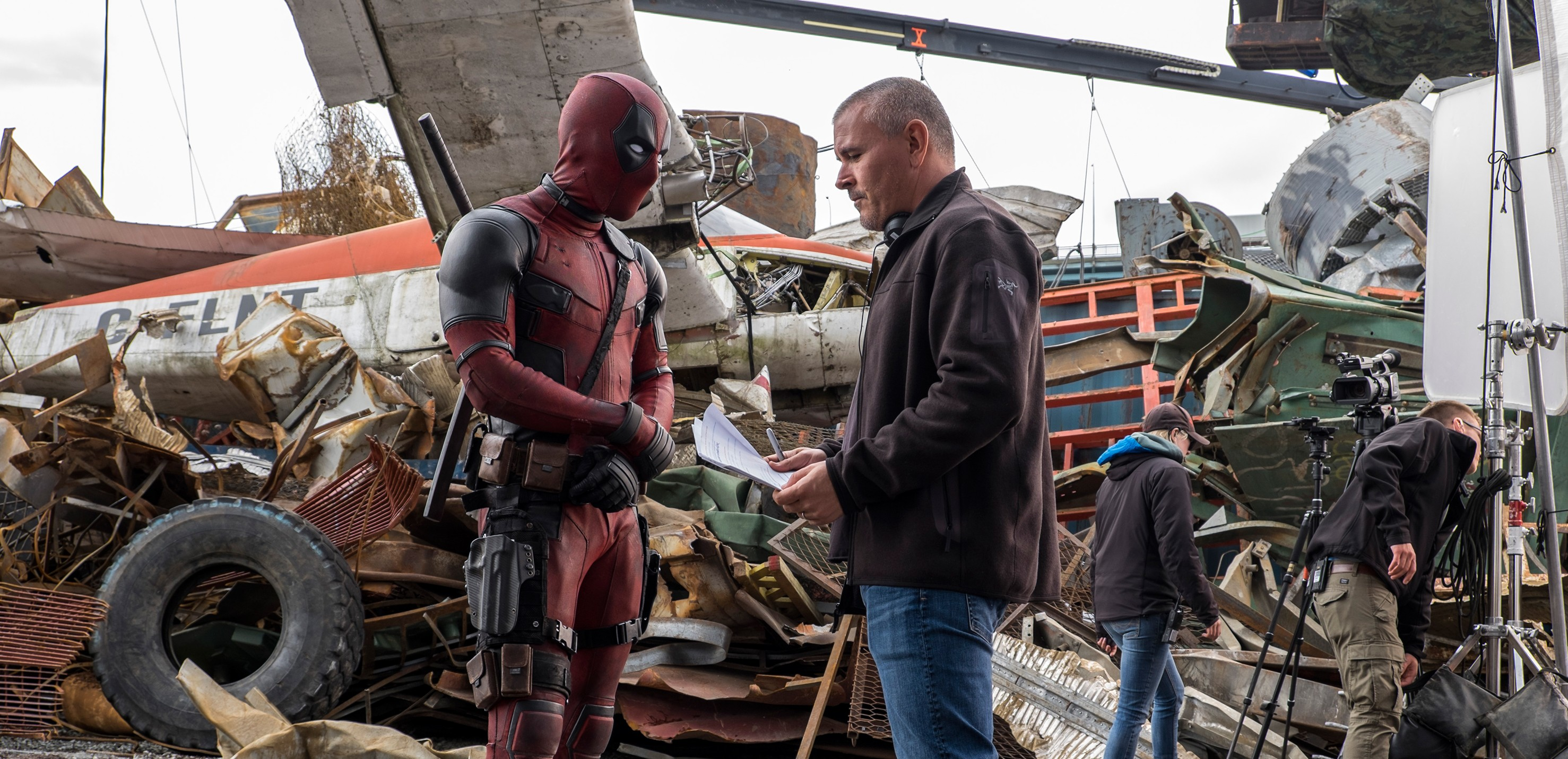 ryan-reynolds-tim-miller-deadpool-movie-image-e1446583644603