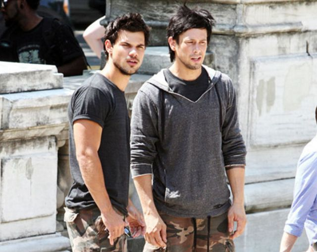 9-behind-the-scenes-images-of-actors-alongside-their-bad-ass-stunt-doubles-891763