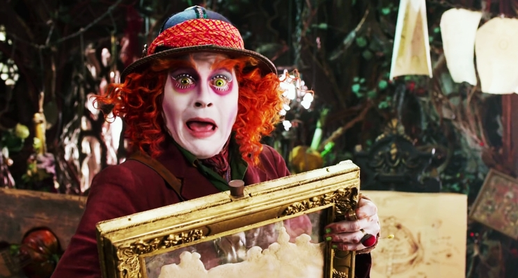 """Chapeleiro Maluco está em apuros no novo trailer de """"Alice Através do Espelho"""""""