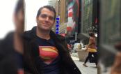 Henry Cavill passeou em Nova York com camiseta do Superman e NINGUÉM reparou!