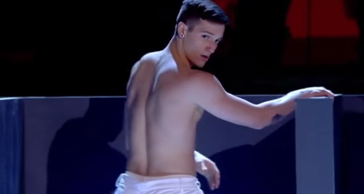 Dançarinos tiram a roupa para Kevin Spacey ao som de Britney Spears em programa de TV