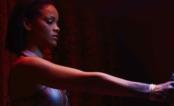 "CUIDADO! Rihanna está perigosíssima no clipe de ""Needed Me"""
