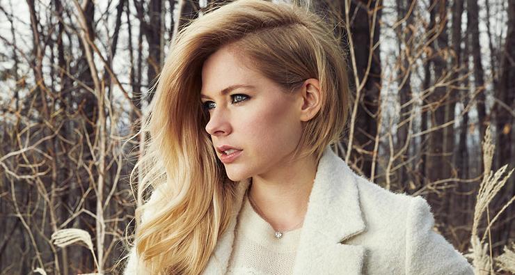 """""""Até o final de 2016 nós teremos música nova"""", afirma produtor sobre Avril Lavigne"""