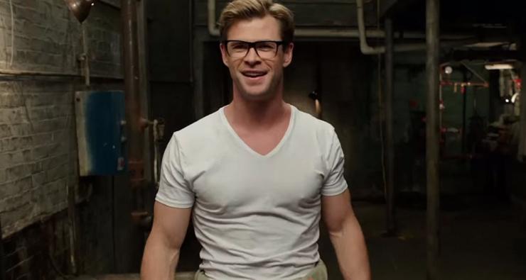 """Chris Hemsworth aparece possuído no novo trailer de """"Caça-Fantasmas"""""""