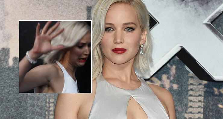 "Jennifer Lawrence chega tropeçando no tapete vermelho da première de ""X-Men: Apocalipse"""