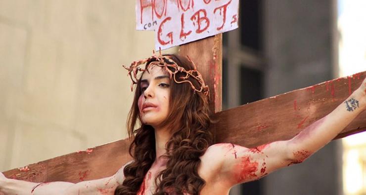 """Modelo trans que encenou a crucificação na Parada LGBT de São Paulo participará de """"Sense8"""""""
