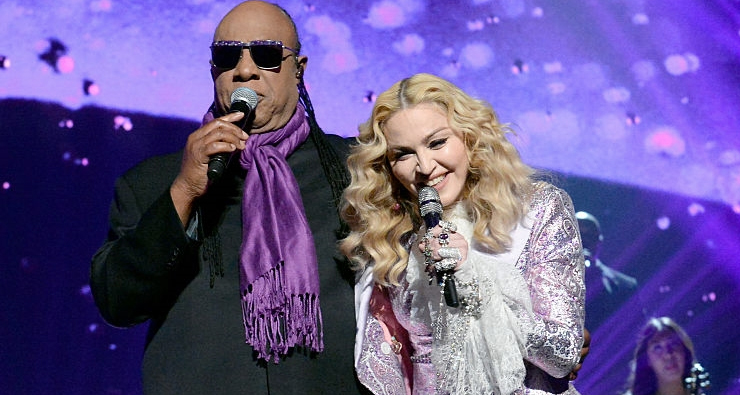 Madonna e Stevie Wonder fazem linda homenagem a Prince no Billboard Music Awards 2016
