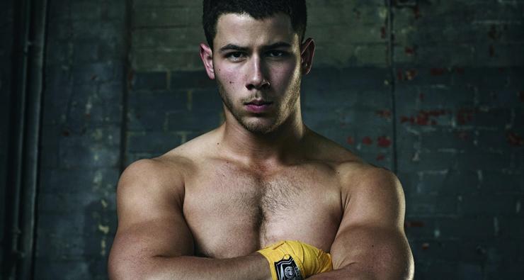 """""""Tecnicamente eu já fiz sexo com um homem"""", diz Nick Jonas sobre as cenas da série """"Kingdom"""""""