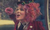 """P!nk entra no País das Maravilhas no clipe da música """"Just Like Fire""""; veja!"""