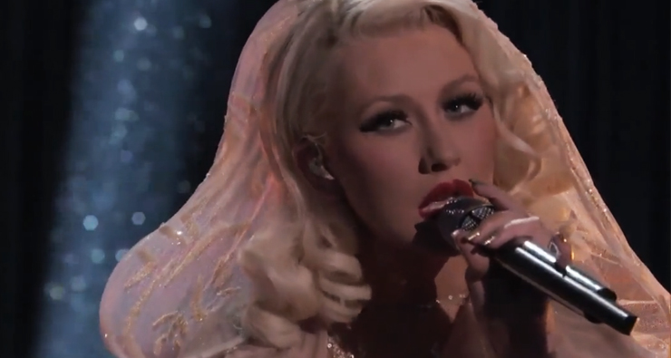 "Christina Aguilera faz performance incrível com holograma de Whitney Houston no ""The Voice"""