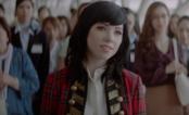 Carly Rae Jepsen ajuda garota a se declarar para o crush em comercial de shampoo japonês