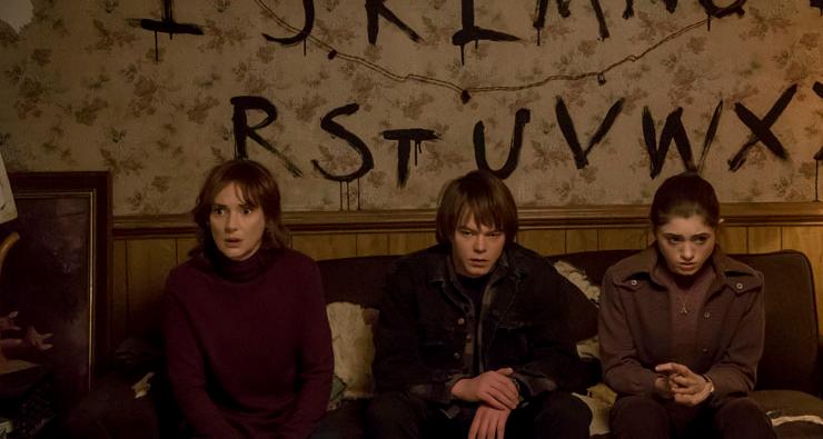 """Winona Ryder está de volta! Assista ao primeiro trailer da série da Netflix, """"Stranger Things"""""""