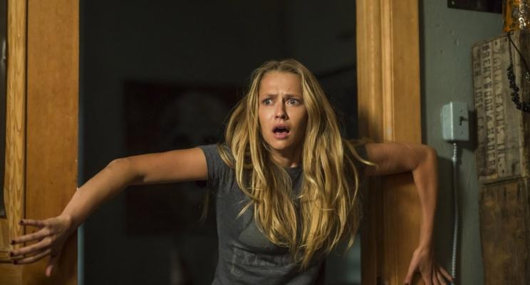 """""""Quando as Luzes se Apagam"""", terror do diretor de """"Invocação do Mal 2"""", ganha trailer assustador"""