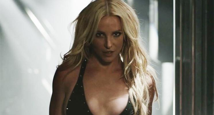 """Britney Spears divulga bastidores do comercial de """"Private Show"""" com trecho da música"""
