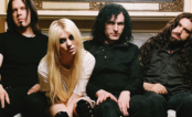 "Taylor Momsen anuncia o lançamento de novas músicas da banda ""The Pretty Reckless"""