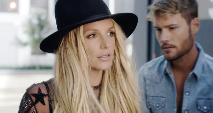 """Britney Spears finalmente lança o clipe do seu novo single """"Make Me""""; assista!"""