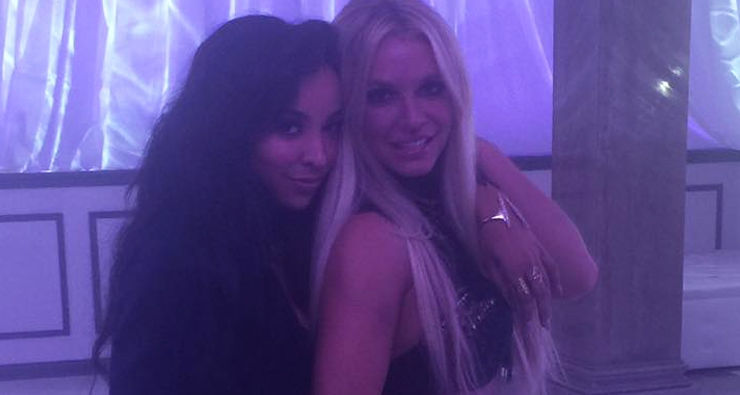 "Britney Spears posta foto com Tinashe e confirma gravações do clipe do remix de ""Slumber Party""!"