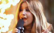 """Ashley Tisdale faz acústico nostálgico de """"It's Alright, It's Ok"""" em seu canal fofíssimo no YouTube"""