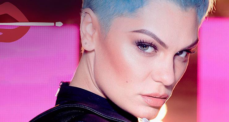 """Jessie J lança nova música para linha de maquiagem; ouça """"Can't Take My Eyes Off You""""!"""