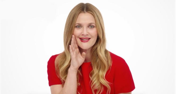 Quer começar uma dieta? Drew Barrymore te convence em vídeo de sua nova série da Neflix