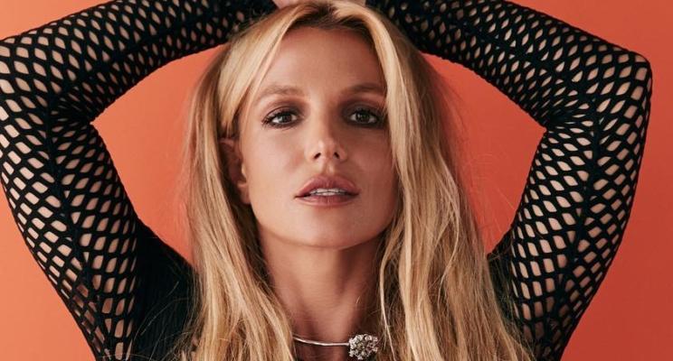 """Britney Spears grávida? Segundo tabloide, cantora espera terceiro filho e o pai é Sam Asghari, o boy de """"Slumber Party"""""""