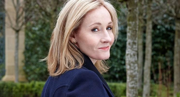 J.K. Rowling responde fãs que ameaçaram queimar seus livros após comentários anti-Trump no Twitter