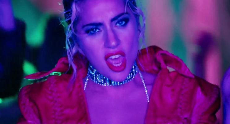 "OMG! Lady Gaga lança de surpresa o videoclipe da música ""John Wayne""!"