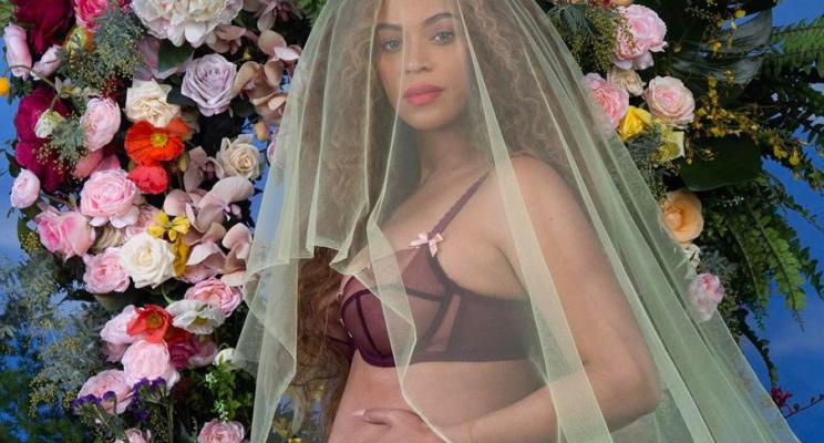 Beyoncé surpreende todo mundo anunciando que está grávida de gêmeos!