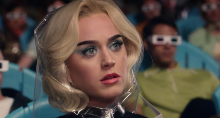 "Saiu o clipe de ""Chained To The Rhythm"", da Katy Perry, e tá muito Black Mirror!"