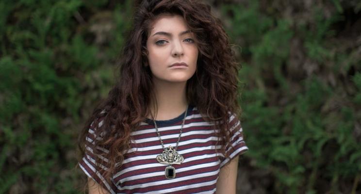 Lorde anuncia que lançará música nova ainda essa semana!