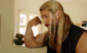 """Thor sai pedalando à procura de um emprego em mais um capítulo do """"Dia a Dia de Thor"""""""
