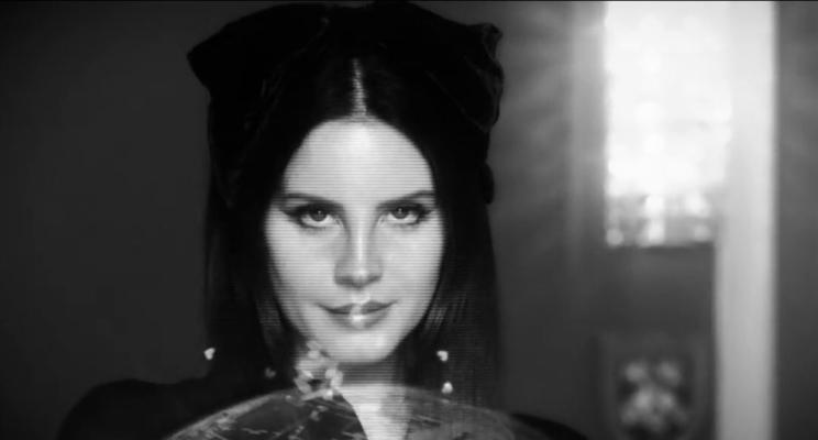 "Lana Del Rey divulga vídeo para anunciar seu novo álbum ""Lust For Life"""