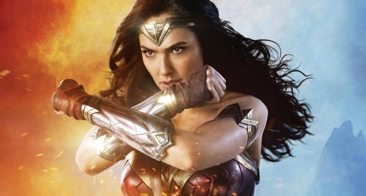 Várias famosas vão às redes sociais mostrar a importância de uma heroína nos cinemas